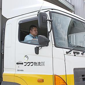 10トン車運転の男性ドライバー