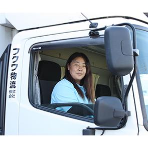 4トン車を操る女性ドライバー